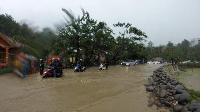 Hujan Deras, Jl Poros Malino di Parangloe Tergenang Air