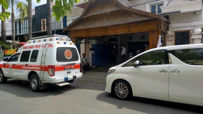 Nurdin Halid Lepas Jenazah Rahman Halid dari Kediaman di Jl Mapala