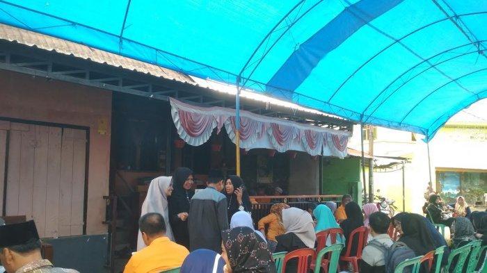 Puluhan Sivitas UNM Penuhi Rumah Duka Prof Mansur Akil