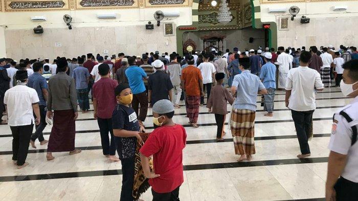 Tak Hiraukan Imbauan Pemerintah, Jamaah Tetap Salat Jumat di Masjid Agung Takalar