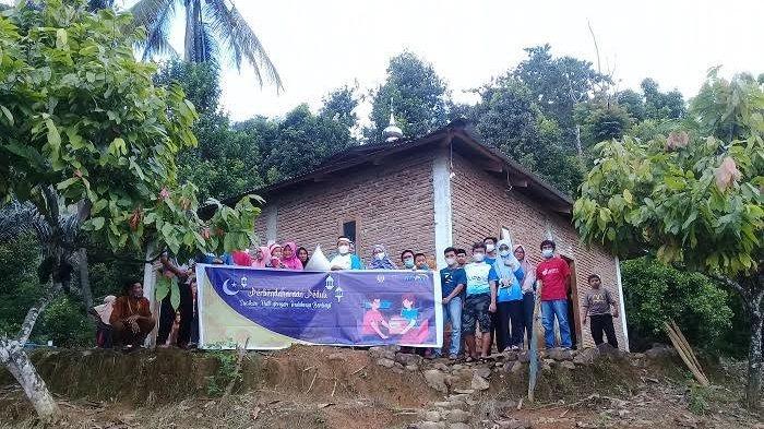 Pegawai KPPN Sinjai Sumbang Sound System ke Pengurus Masjid Nurul Huda di Kampung Boja