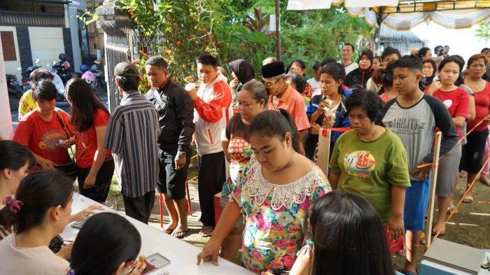 Warga Serbu Pasar Murah di Vihara Vimalakirti Makassar