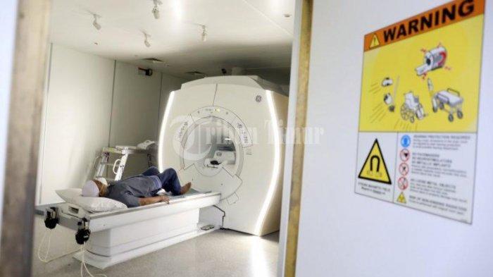 FOTO; Primaya Hospital Miliki Alat MRI Periksa Organ Tubuh - pasien-menjalani-pemeriksaan-mri-di-ruang-radiologi-primaya-hospital-jl-urip-sumoharjo-1.jpg