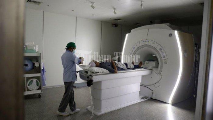 FOTO; Primaya Hospital Miliki Alat MRI Periksa Organ Tubuh - pasien-menjalani-pemeriksaan-mri-di-ruang-radiologi-primaya-hospital-jl-urip-sumoharjo.jpg
