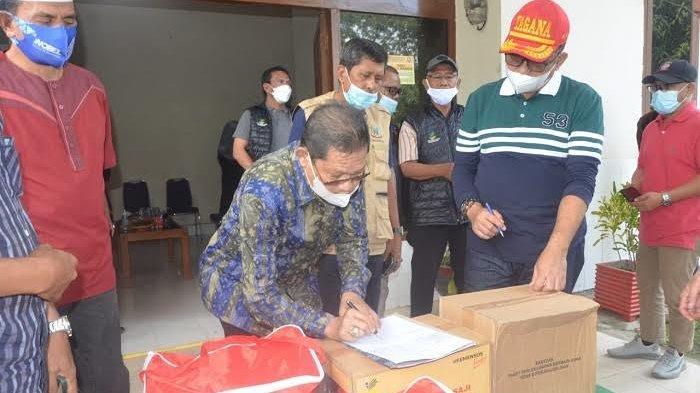 Pemprov Sulsel Serahkan Bantuan untuk Korban Banjir Sinjai