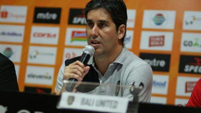 Pelatih Bali United, Stevano Cugurra Teco dalam sesi Prescon jelang laga Serdadu Tridatu beberapa waktu lal