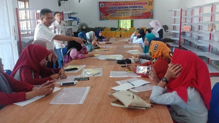 Kelompok Usaha Binaan Bumdes Pitue Diajari Manajemen Keuangan