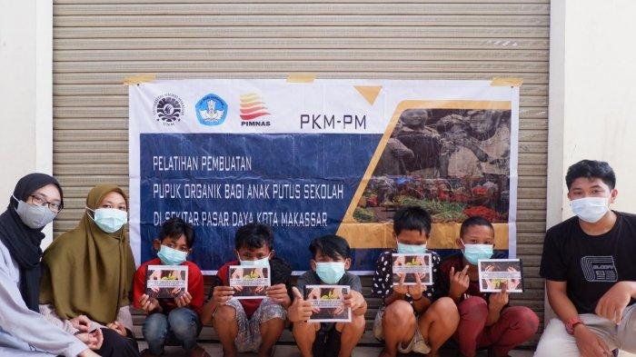 Tim PKM Prodi PTB FT UNM Latih Anak Putus Sekolah Ubah Limbah Organik Jadi Kompos