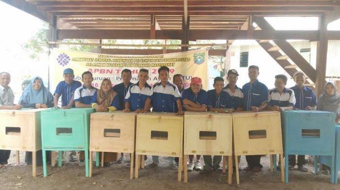 Kelompok Masyarakat Desa Kabba Diajari Cara Hasilkan Uang dengan Beternak Ayam