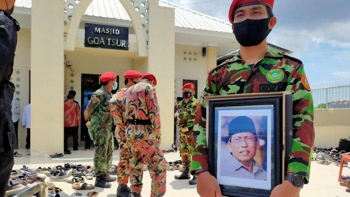 Jenazah KH Iskandar Tompo Dimakamkan di Pekuburan Bolangi, Diantar Ratusan Pelayat