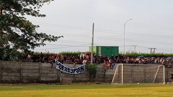 Suporter Sambangi Markas Latihan PSM Makassar: Fokus 3 Poin