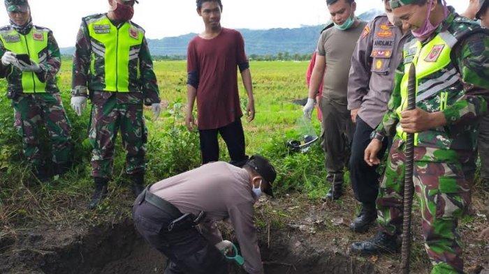 Warga Ogah Turun Persiapkan Pemakaman, Kabag Ops Polres Pangkep Gali Kubur Jenazah Terduga Covid -19
