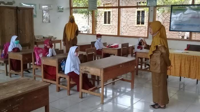 Hari Ini Pembelajaran Tatap Muka Dilaksanakan Terbatas di Sinjai, Hanya 8 Siswa per Kelas