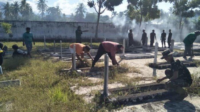 Sambut Hari Juang Kartika, Prajurit TNI Bersama Warga Bersihkan TMP Rea Timur Polman