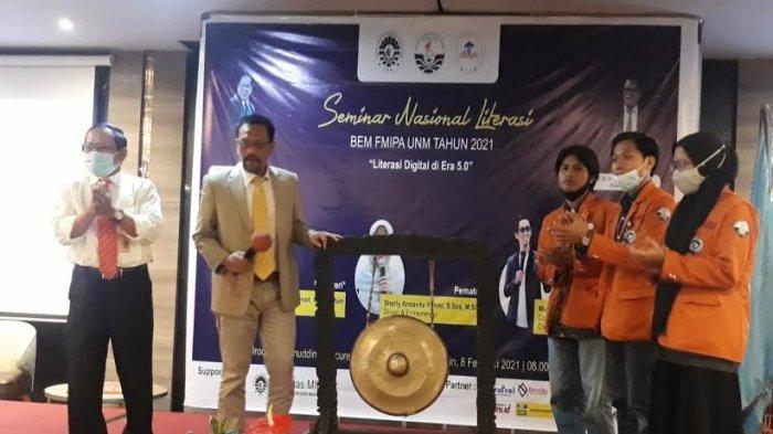 Buka Seminar Nasional Literasi BEM FMIPA UNM, Sukardi Weda: Jadilah Mahasiswa Pembelajar