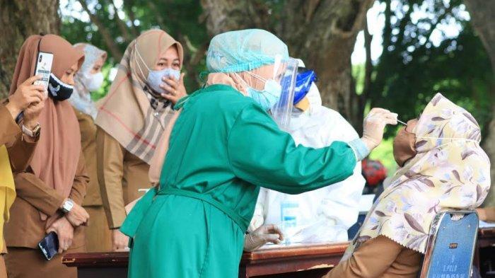 Pemkab Luwu menggelar swab antigen massal di Halaman Kantor Bupati Luwu, Kelurahan Senga, Kecamatan Belopa, Senin (18/1/2021)