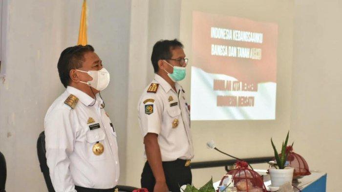 Ombas Minta Petugas Disdukcapil Toraja Utara Layani Masyarakat Sepenuh Hati