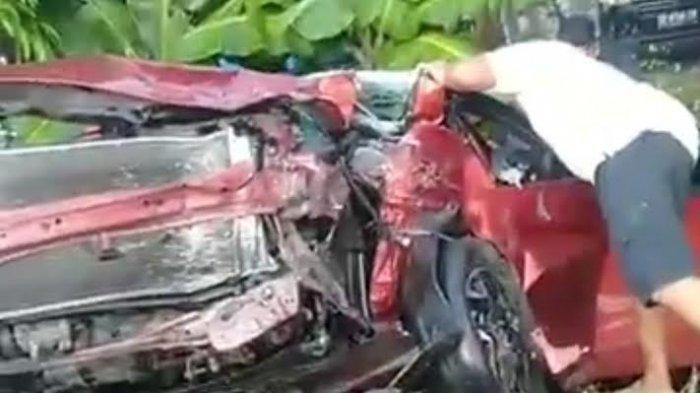 BREAKING NEWS; Kijang Innova vs Honda Brio di Luwu, Satu Orang Dilaporkan Tewas