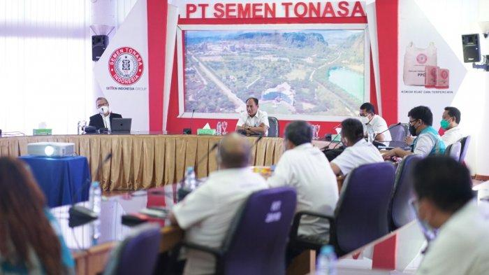 PT Semen Tonasa dan Fakultas Ekonomi Unhas Makassar Gelar Kerjasama - penandatanr3d.jpg