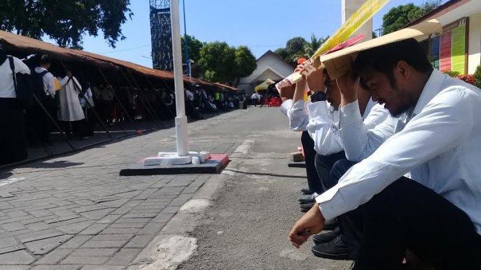 Pendaftar CPNS di Makassar, Antre Berjam-jam hingga Berteduh di Bawah Map