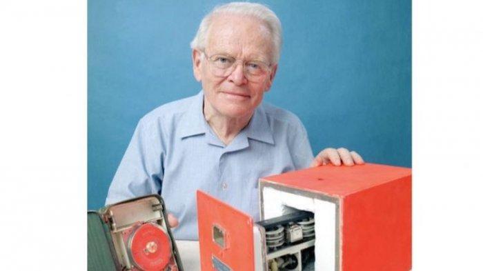 Dr David Warren, penemu black box asal Australia.