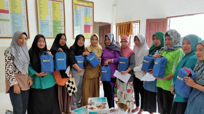 Kader posyandu Desa Pitusunggu Dapat Bantuan Alat Kesehatan