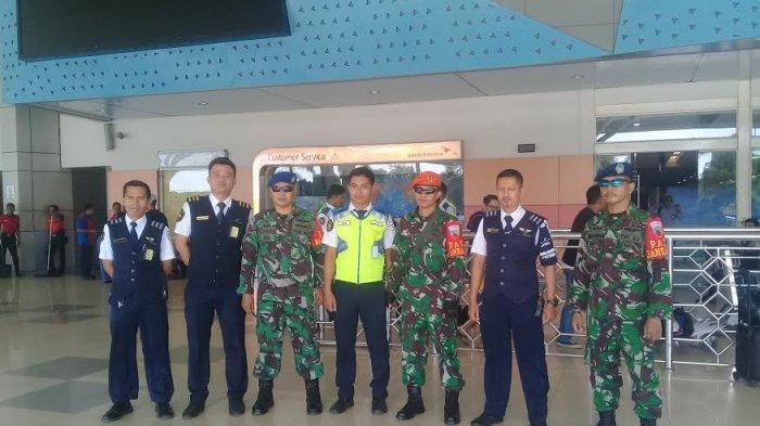 Meski Kondusif, Personel TNI Bersenjata Laras Panjang Tetap Siaga di Bandara Hasanuddin