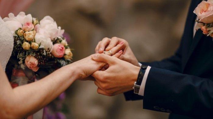 Pengantin Pria Tinggalkan Istri di Pelaminan Demi Peluk dan Cium Mantan Pacar, Tamu Undangan Geram