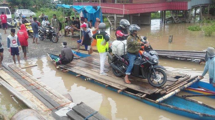 Sudah 8 Hari Jl Poros Sengkang - Bone Tidak Bisa Dilalui Kendaraan Mobil