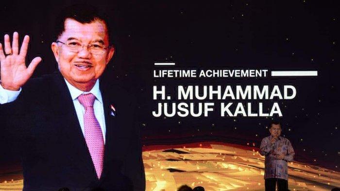 Terima Penghargaan dari Chairul Tanjung, Jusuf Kalla Sebut Istri Sudah Bosan Pensiun
