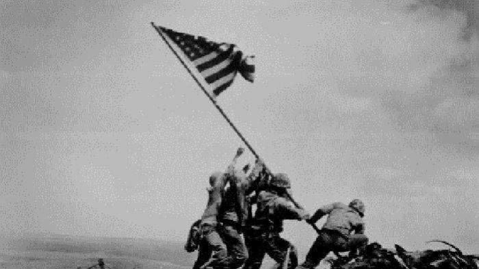 Foto Ikonik yang Berumur 76 Tahun Hari Ini, 6 Anggota Marinir AS Kibarkan Bendera di Iwo Jima Jepang