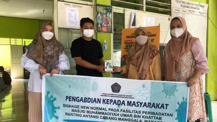 Dosen Unismuh Bikin Pengingat Protokol Kesehatan di Masjid Muhammadiyah Umar Bin Khattab Manggala