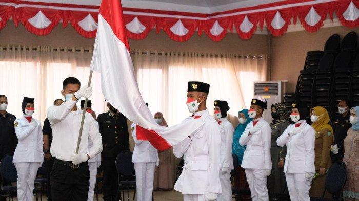 Bupati Maros Chaidir Syam Kukuhkan 19 Anggota Paskibra