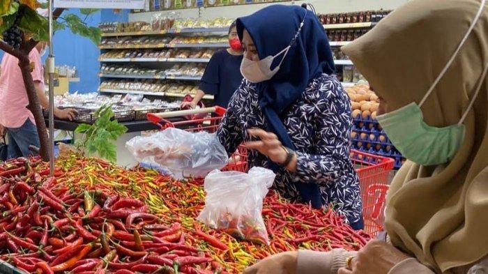Cabai Merah Keriting Sisa Rp 19.900 Sekilo di LOTTE Mart Panakkukang