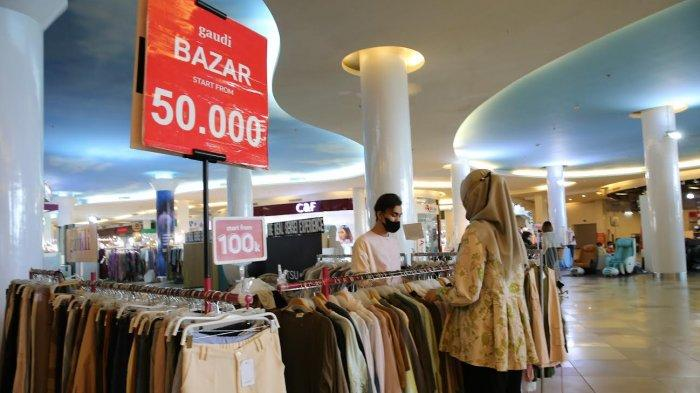 FOTO: Bazar Pakaian Wanita Gaudi Diskon Hingga 80 Persen di TSM