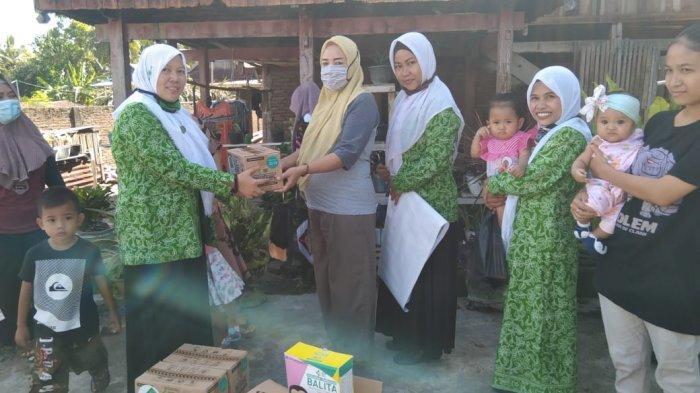 Pengurus Fatayat Nahdatul Ulama Soppeng, menyalurkan bantuanmakanan tambahan bagi ibu hamil dan balita bagi masyarakat.