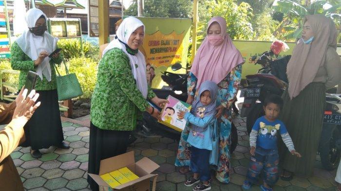 Peduli, Fatayat NU Soppeng Salurkan Bantuan ke Ibu Hamil dan Balita