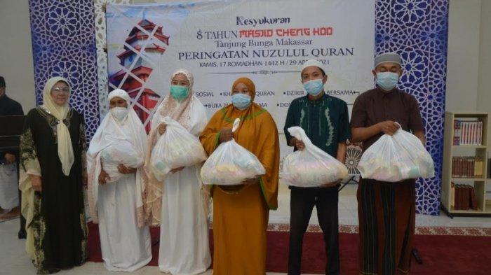 Peringati Milad ke-8, Masjid Cheng Hoo Bagikan Sembako ke Warga Kurang Mampu