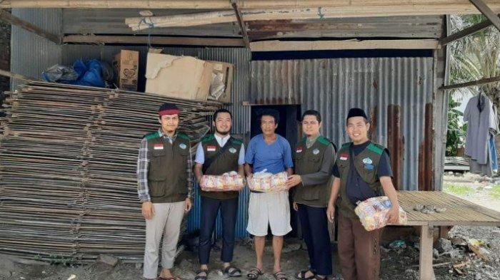 Wahdah Islamiyah Parepare Beri Sembako Kepada Warga Kurang Mampu