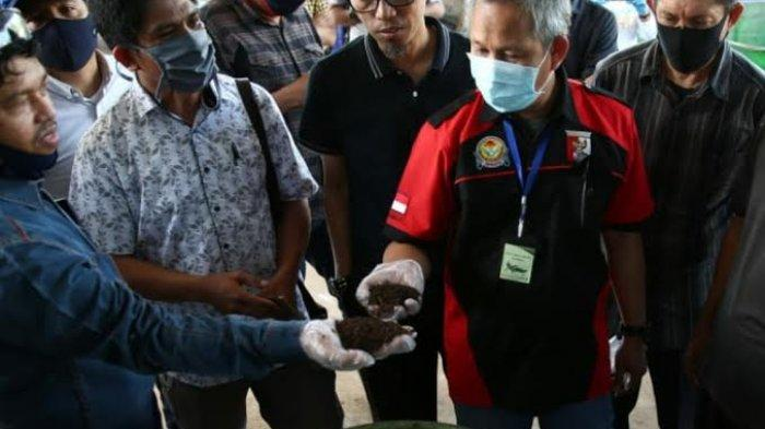 Pj Wali Kota Makassar Yusran Yusuf Siap Promosikan Pupuk Organik TPS 3R Pondok Pesantren Darul Aman
