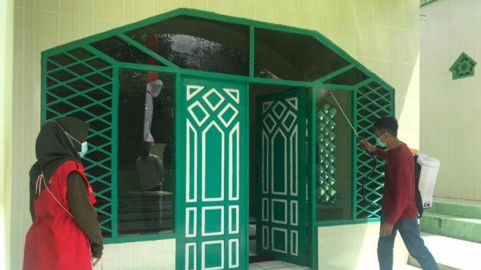 Besok Gelar Shalat Idulfitri, 265 Masjid di Bantaeng Disemprot Cairan Disinfektan