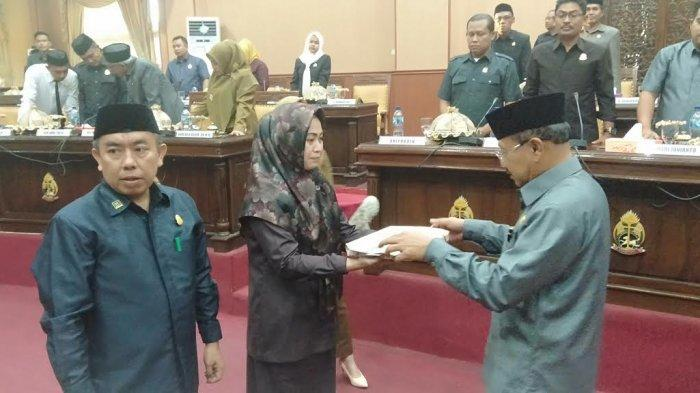 Ketua DPRD Jeneponto Hj Salmawati Paris bersama Bupati Jeneponto Iksan Iskandar
