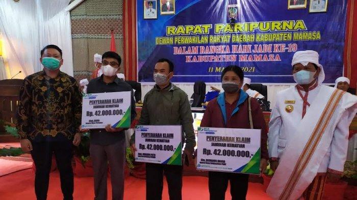 HUT Kabupaten Mamasa, Tiga Ahli Waris Dapat Santunan dari BPJS Ketenagakerjaan