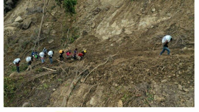 Tim Ikatek Unhas dan Berbagi Bersama, Bagikan Bantuan di 2 Dusun Terisolir di Desa Kabiraan Majene