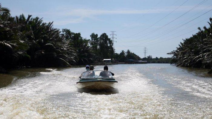 FOTO: Bukit Baruga Fasilitasi Wisatawan Nikmati Suasana Alam Sungai Tello - perahu-bukit-baruga-menyusuri-sungai-tello-makassar-sabtu-225202122.jpg