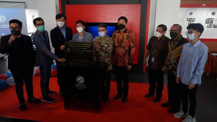 Warga Makassar Pembeli Mobil MG HS i-SMART Pertama di Indonesia