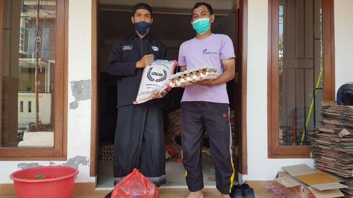 Mahtan Bagikan 200 Paket Bahan Makanan untuk Ustaz, Guru Mengaji dan Warga yang Membutuhkan