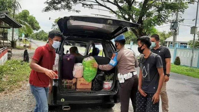 Polisi Periksa Setiap Pengendara yang Masuk ke Polman