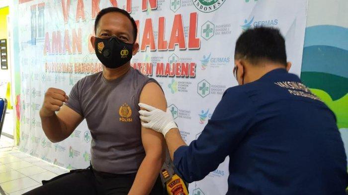 Personel Polres Majene Terima Vaksin Tahap Dua