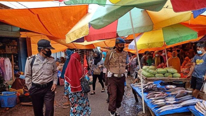 Cegah Peredaran Uang Palsu, Personel Polsek Alla Gencar Patroli Pasar Jelang Lebaran